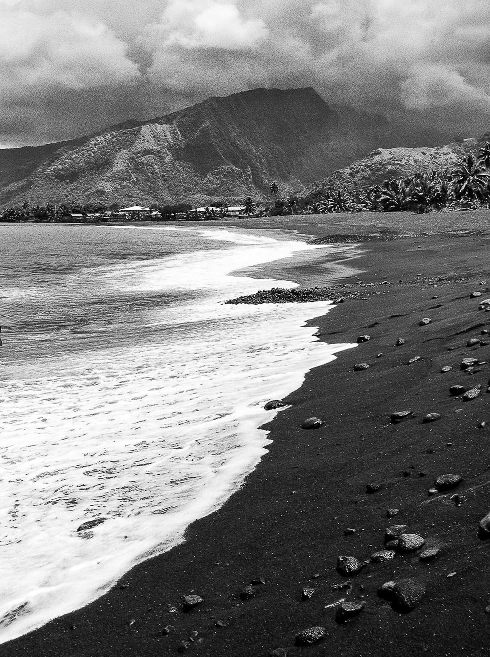 MONO - Black Sand by Alan Chowney (8 marks)
