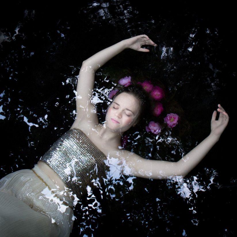 COLOUR - Grace in the Water by Judith Kimber (9 marks)