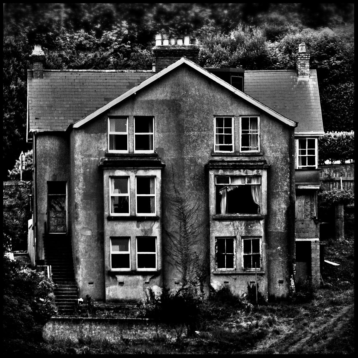 MONO - Bleak House - Charles Dickens by Alan Kearney  (8 marks)