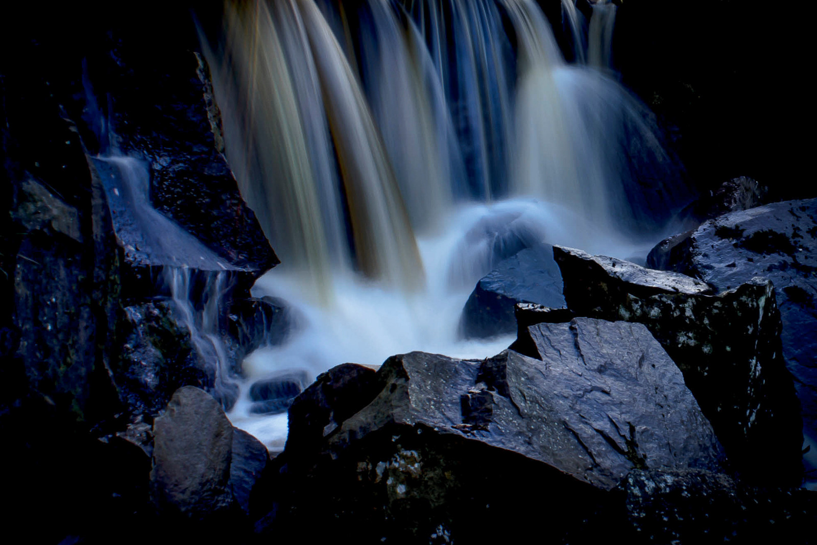 PDI - Dark Waters by Wendy McDaniel (10 marks)