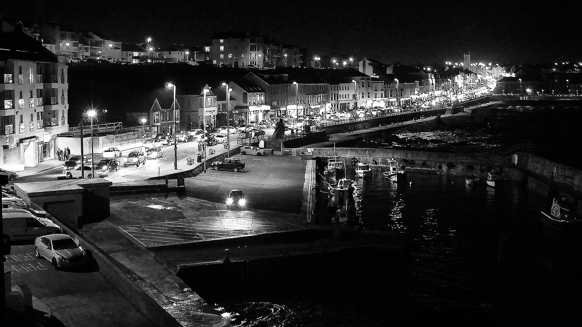 MONO - The port at night by SEAMUS O'NEILL (8 marks)