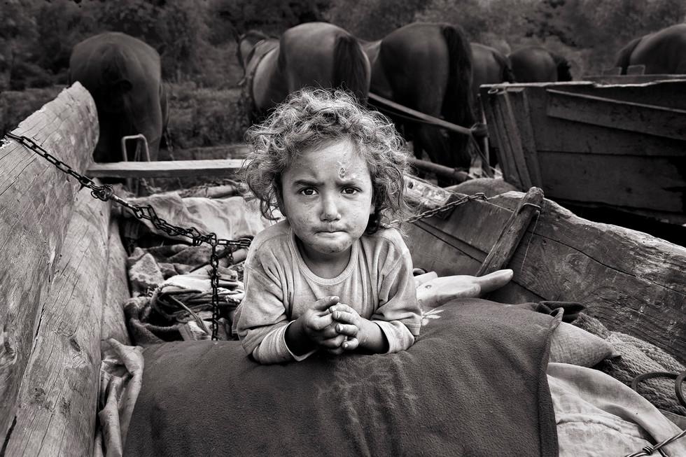 MONO - Roma Girl at Fair by Des Clinton (17 marks)