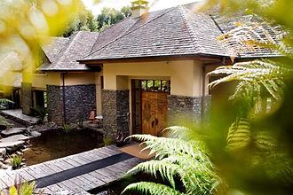 Navigate Oceania Treetops Lodge