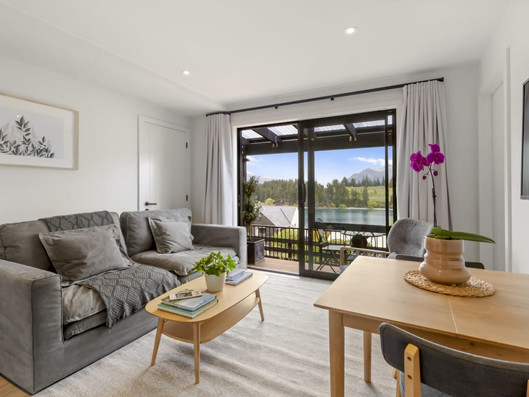 Routeburn-Suite-Living-Area-Stay-of-Queenstown-.jpg