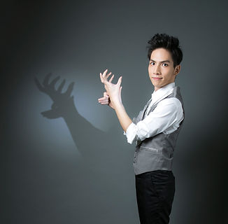 台灣首席手影大師 張正龍|RIC富有創意.台灣最專業魔術經紀公司