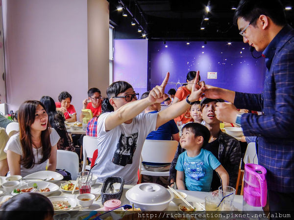 ARTR餐廳沿桌魔術表演