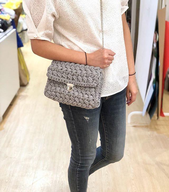 Easy-Crochet Zig Zag Pattern Flap Bag