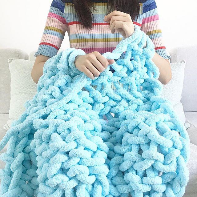 Beginner-Arm Knitting Blanket (Small )