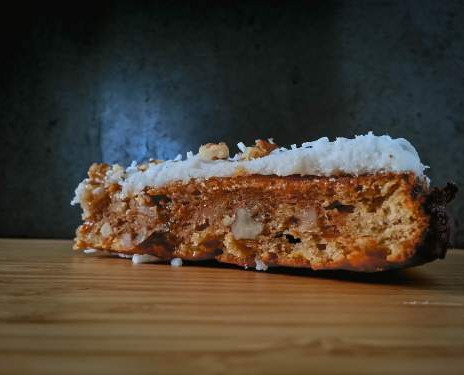THE MOST DELICIOUS HEALTHY CARROT CAKE RECIPE EVER