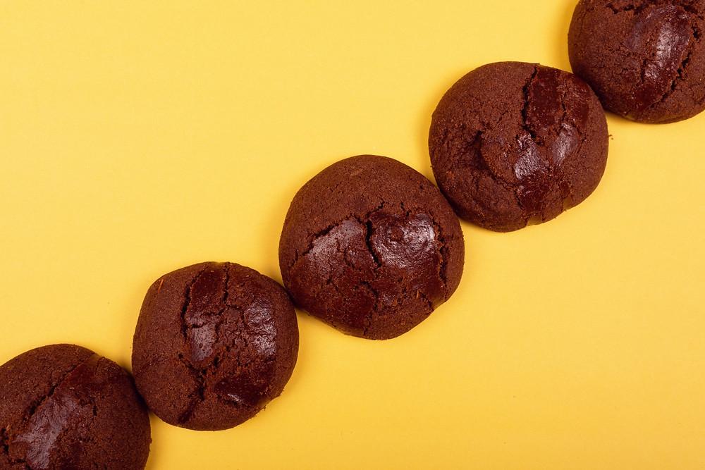 6 ingredient choc peanut butter cookies