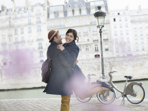 Photographer in Paris France : looking for photos for a proposal, elopement or a wedding ?