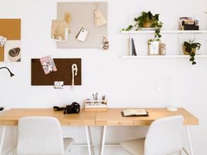 Consejos para mejorar tu productividad mientras trabaja desde casa en un espacio decorado con gusto.