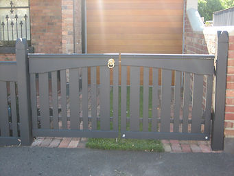 Driveway Gate Alternating Picket.JPG