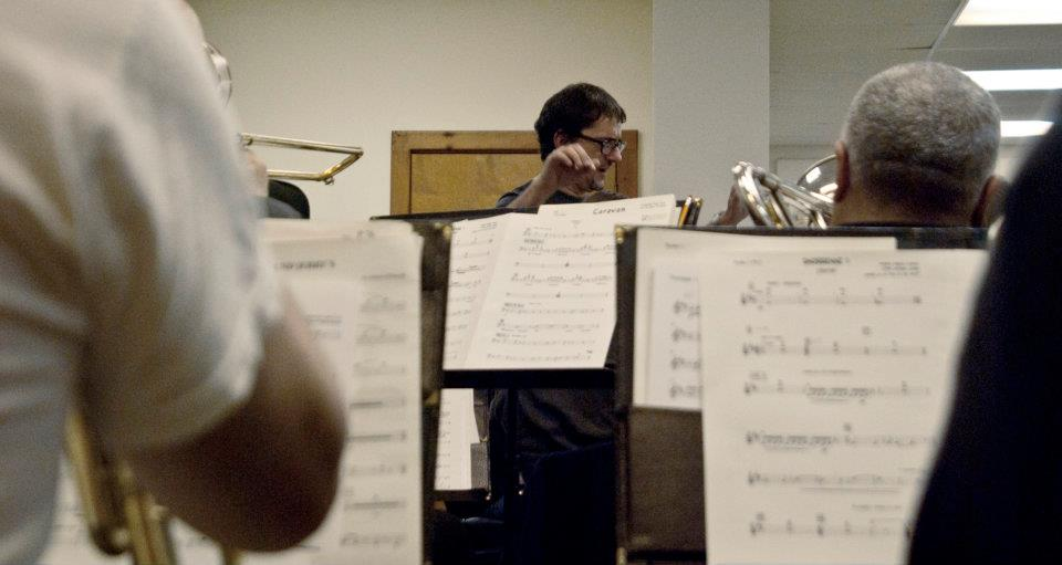 Ensayo+Big+Band+NYC.De+espaldas+Reinaldo+Jorge.jpg