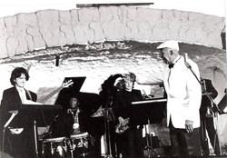 dirigiendo la orquesta de Reinaldo Creagh.jpg