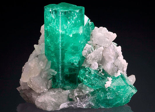 Особые магические свойства изумрудов, аквамаринов и кристаллов.