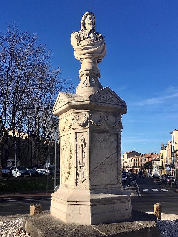 Buste de Claude Terrisse sculpté par Auguste Baussan en 1876 et visible au centre du rond-point Capelier à Agde (34300)