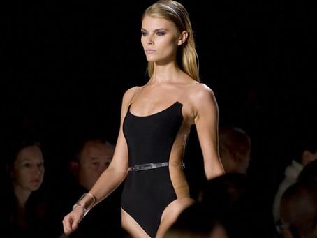 Почему модели на подиуме ходят с серьёзным выражение лица?