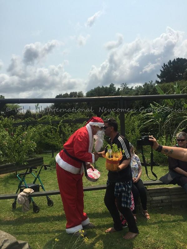Santa and Frido hongi