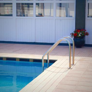 Piscine extérieure / Outdoor swimming pool