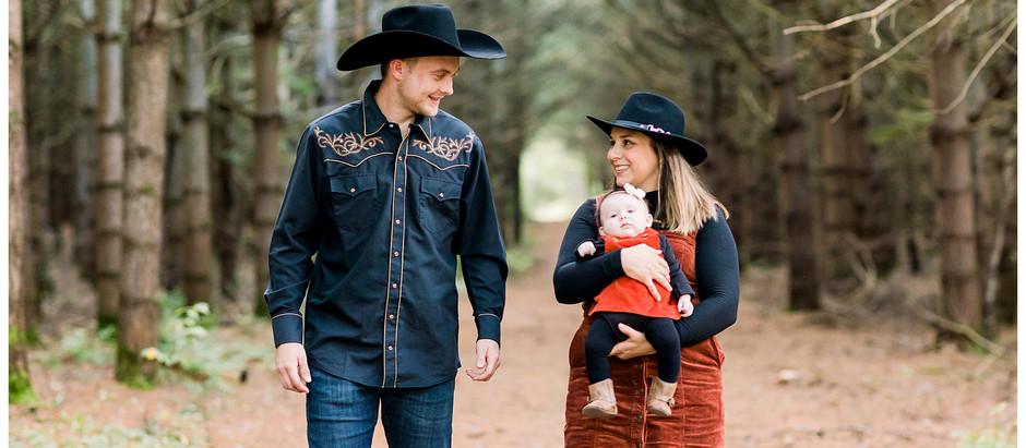 Séance familiale nouveau-né au style country
