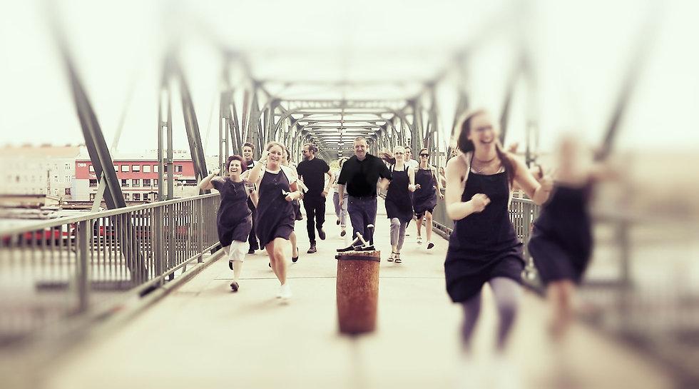 Goldschmiede laufen Brücke
