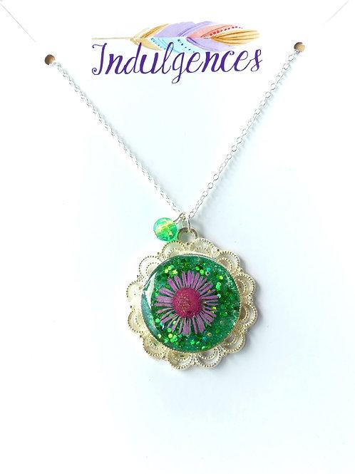 Flower Pendant in green NKAU