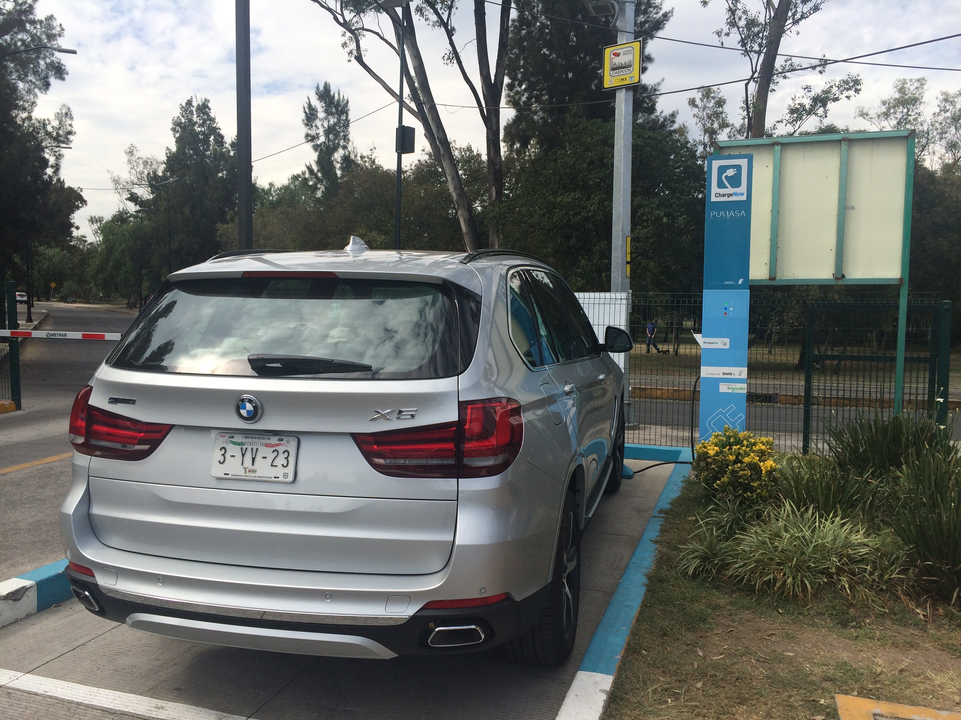 X5 PHEV charging in Chapultepec, MX