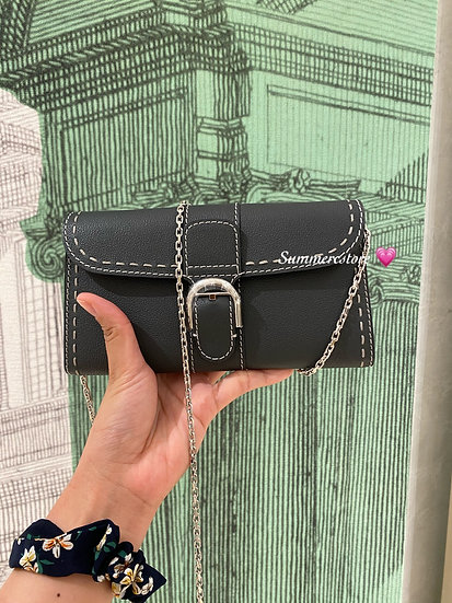 Delvaux wallet on chain