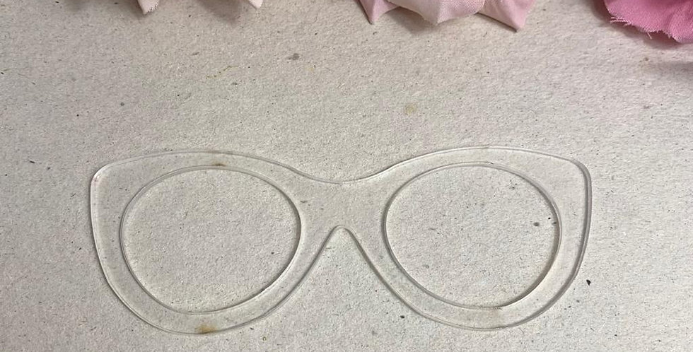 Óculos para Boneca em acrílico- 11x4 cm