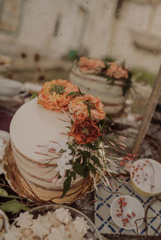 Naked cake and fresh flowers for a country wedding