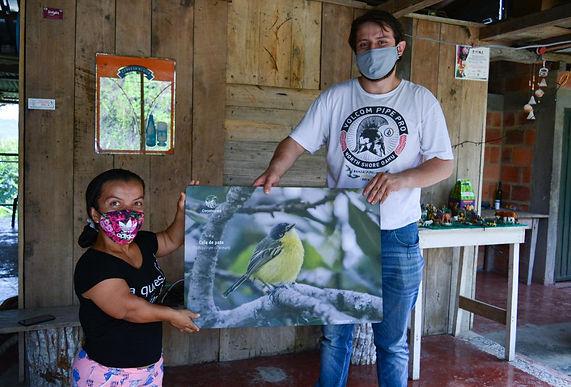 Las comunidades visitadas en la Semana de las Aves reciben macrofotografías