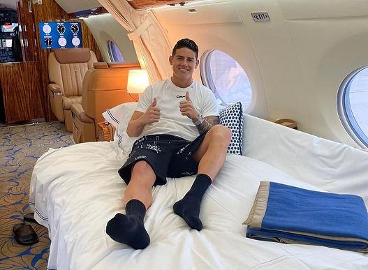 El avión en el que viaja James