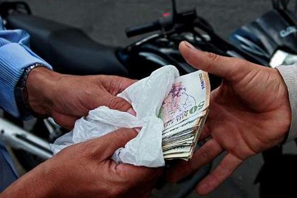Buscan a los responsables que hurtaron tres millones de pesos bajo modalidad de paquete chileno