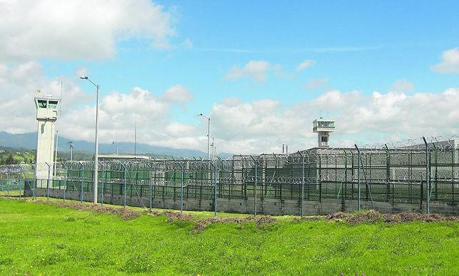 Internos de la cárcel exigen servicios de salud