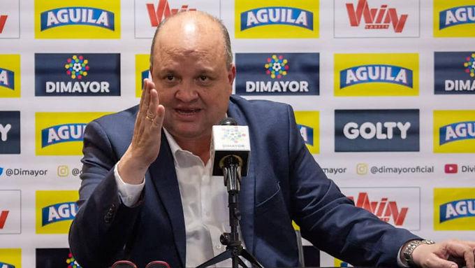 Apareció el polémico expresidente de la Dimayor