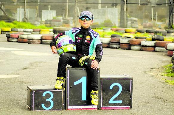 Carlos Hernández sigue dando resultados como piloto