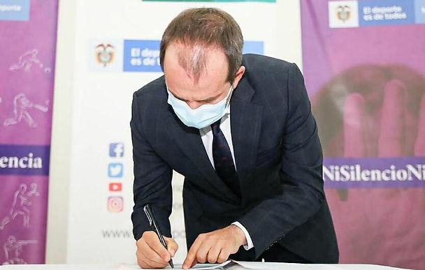 Firmaron un pacto para erradicar la corrupción dentro de la construcción de escenarios deportivos
