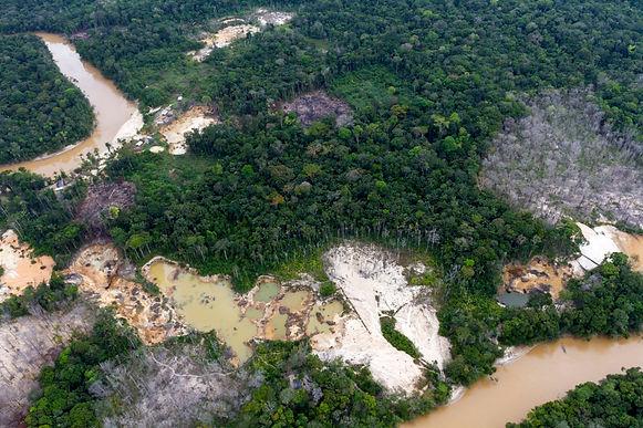 Gobierno contra la minería ilegal y en zonas protegidas