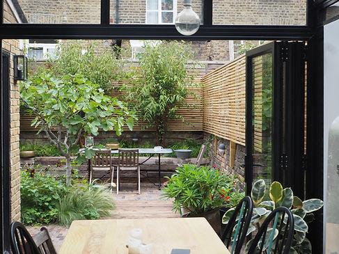 small urban courtyard garden