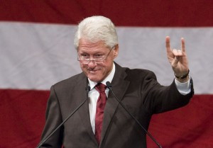 bill-clinton-uci-10-2012-anteater-sign-3