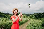 caucasian-woman-in-hat-enjoying-vacation
