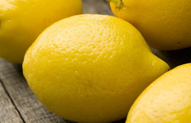 Los limones frescos