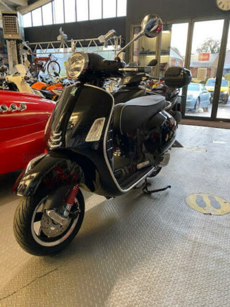Piaggio GTS 300 HPE BLACK 2020 Only 15 Miles