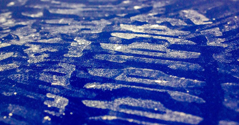 Contamination footstep overstrikes on Noopli Blue surface