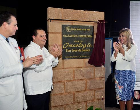 Coloca Gobernadora Pavlovich primera piedra de construcción del Centro de Oncología San José.