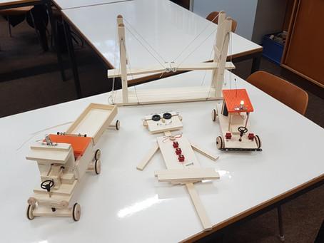 """Unsere Hattenbühlschule geht über die """"Wissensfabrik"""" eine KiTec-Kooperation mit FESTO ein"""