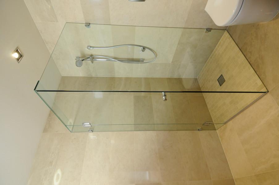 Frameless showerscreen 2.JPG