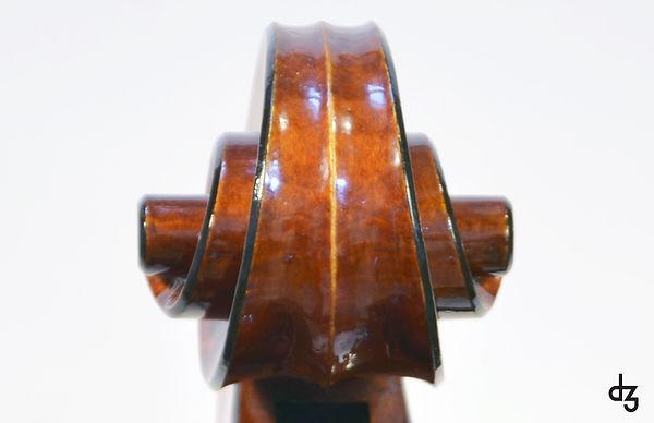 6 Cello Wettbewerb Schnecke Vorderansich