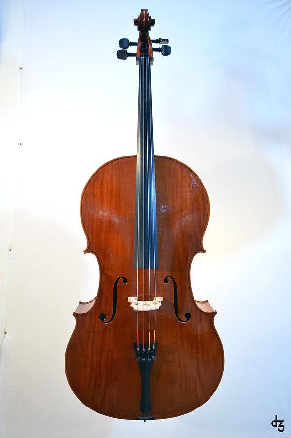 2 Cello Wettbewerb Vorderansicht.jpg
